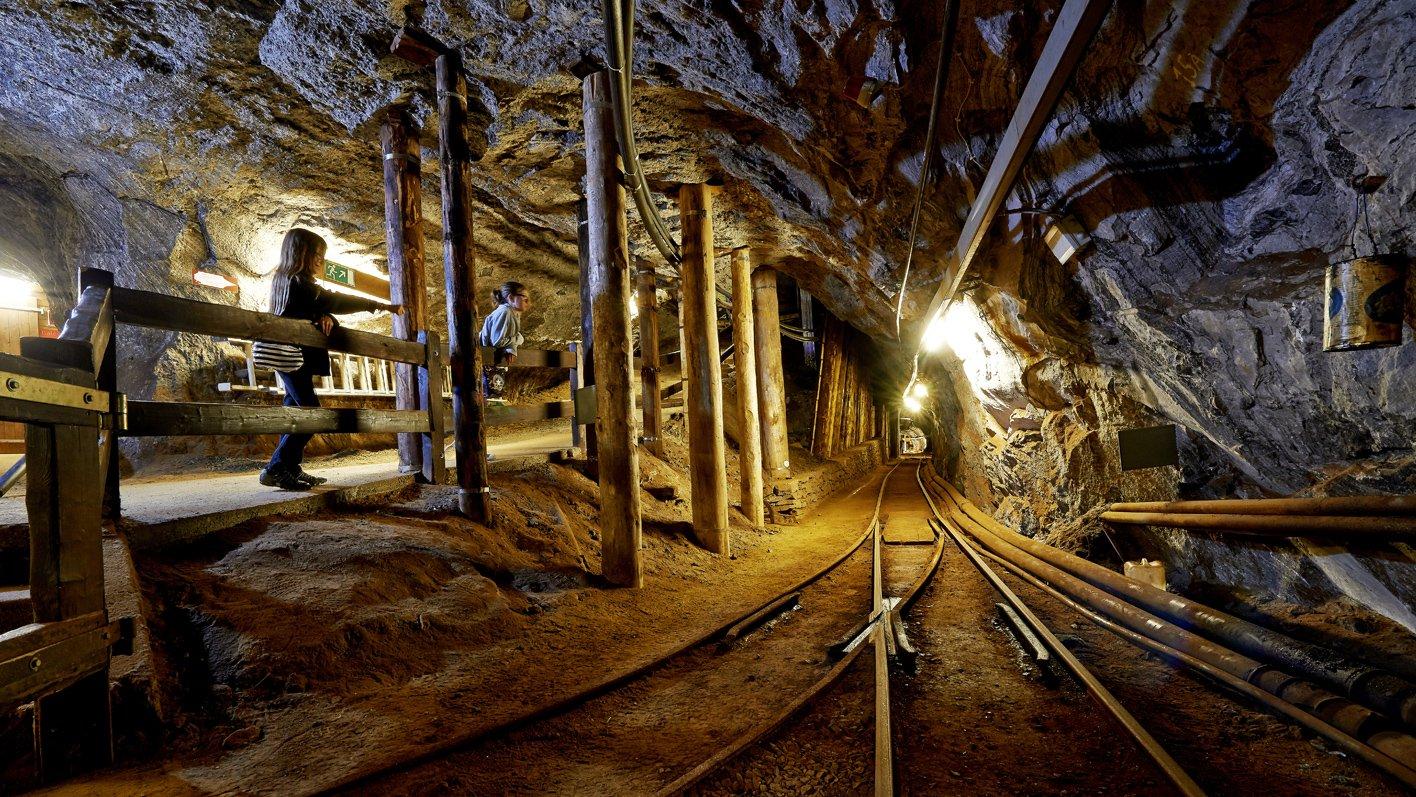 hoehlen-grotten-bergwerke.jpg