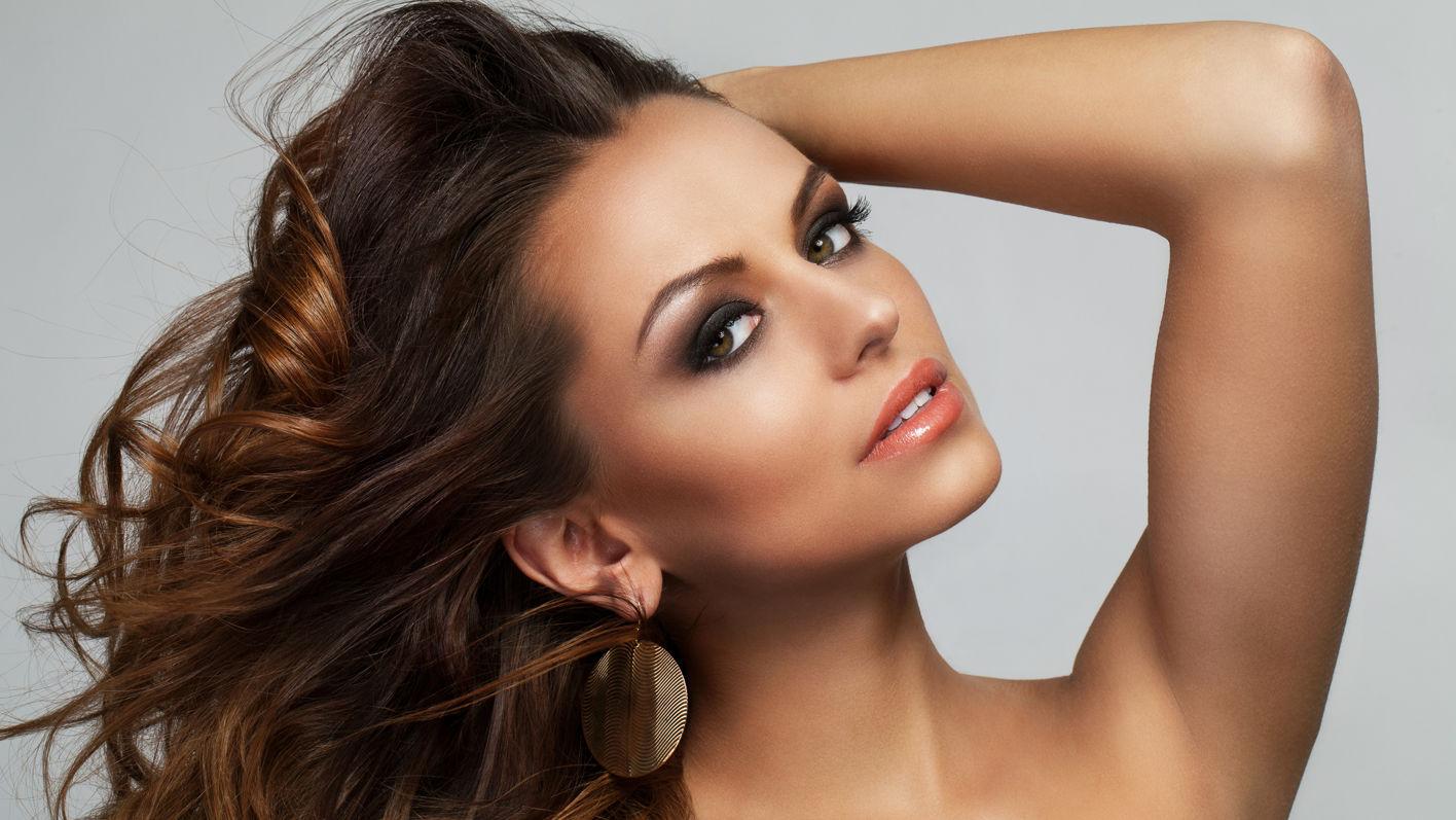 Raffinierte Styling-Tools und innovative Pflege für mehr Haarvolumen