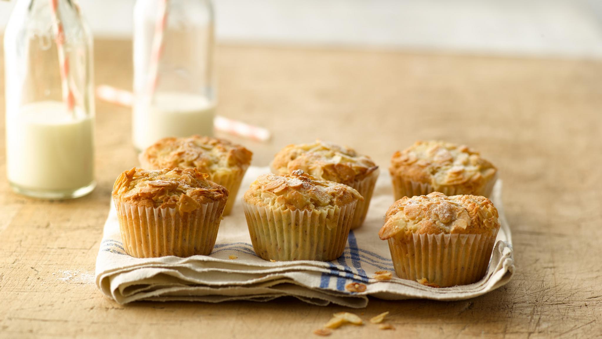 Rhabarber-Muffins mit Mandeln