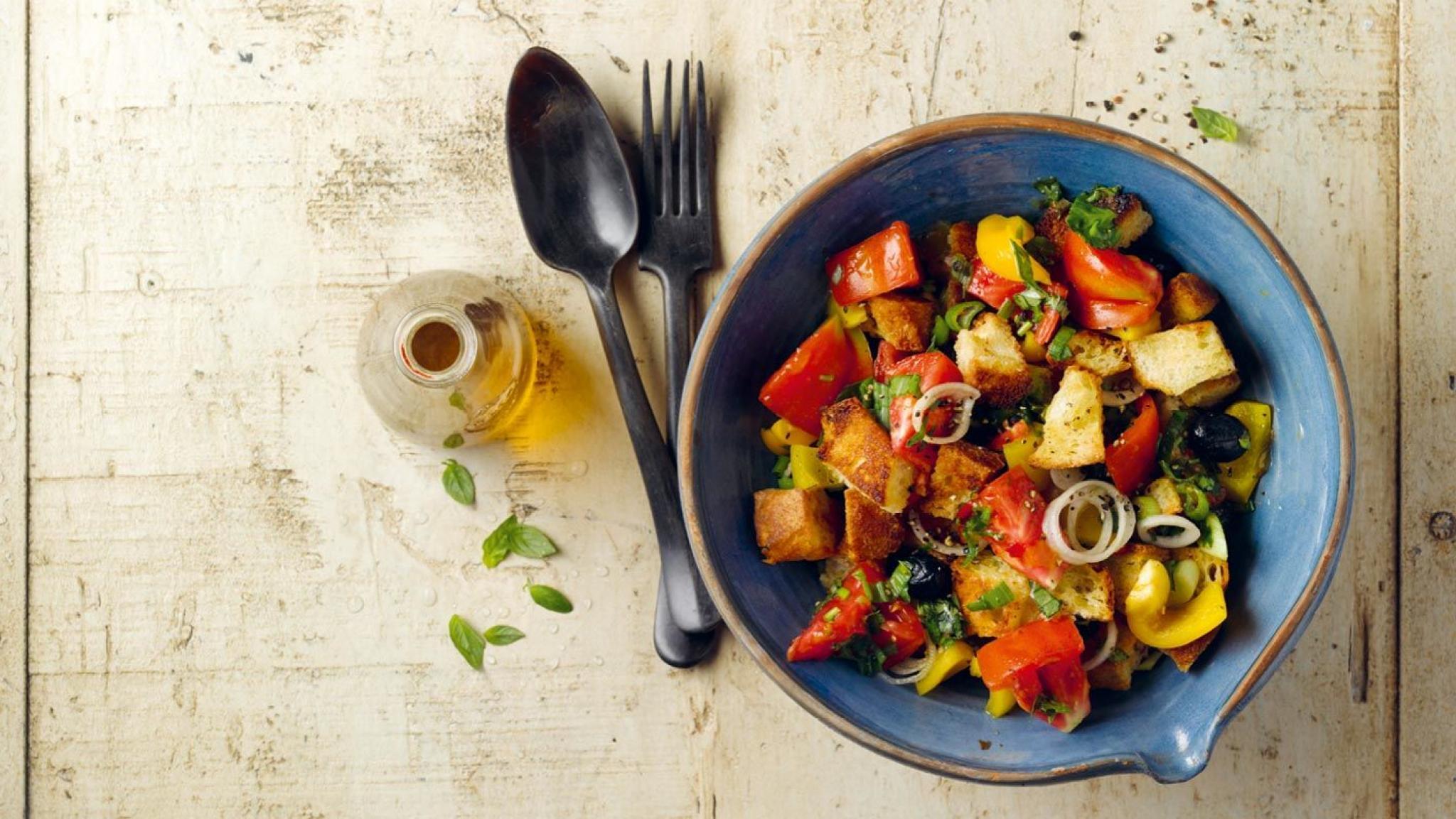 Knuspriger Brot-Tomaten-Salat